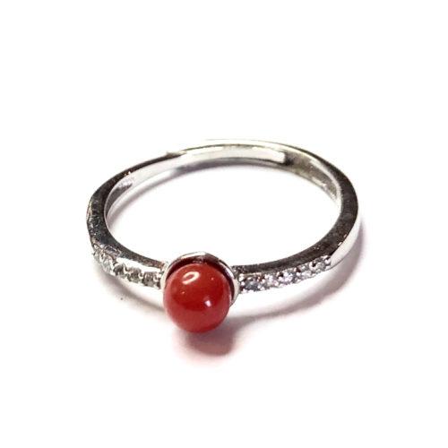 anneau argent surmonté d'une perle de corail rouge