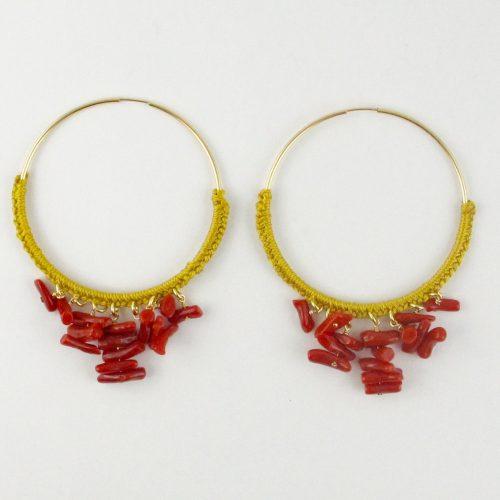 Boucles d'oreilles créoles gold-filled et corail rouge, tressage file de jade jaune