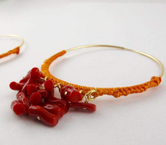 Boucles d'oreilles créoles gold-filled et corail rouge, tressage file de jade orange