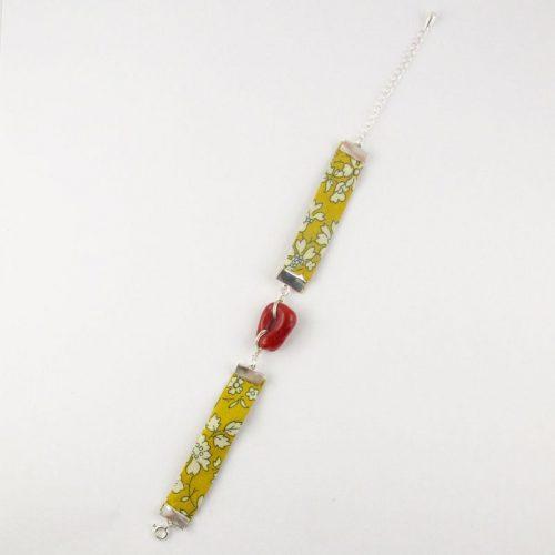Bracelet en corail rouge et biais liberty jaune moutarde