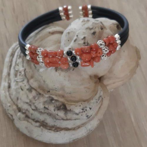 bracelet memoire 3 rangs corail et onyx