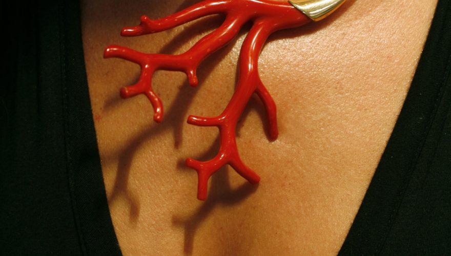 Branche de corail en bijou pendentif