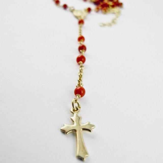 collier chapelet en corail rouge de Méditerranée et argent plaqué or jaune