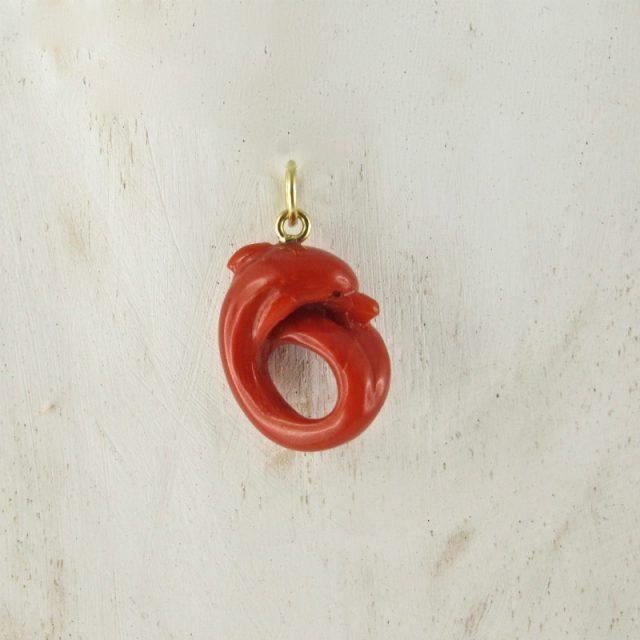 pendentif dauphin corail rouge et or