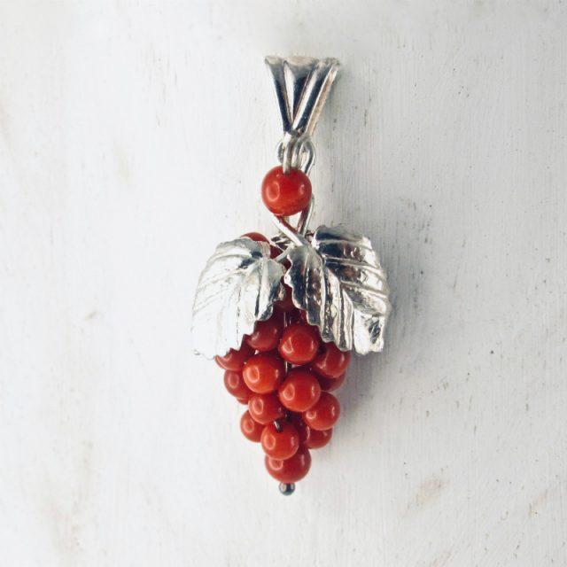 Pendentif grappe de raisin corail rouge et argent