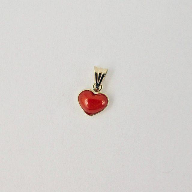 Pendentif petit coeur en véritable corail rouge de Méditerranée serti or 18 carats