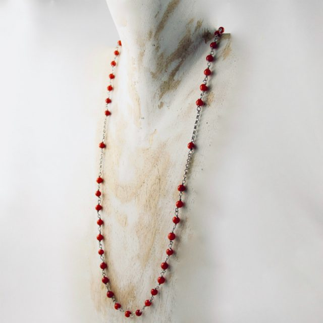 Collier perlina très fin et délicat composé de petites perles de corail rouge de Méditerranée de 3 mm et argent 925/1000