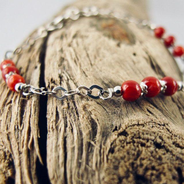 Bracelet de petites perles 3 mm de véritable corail rouge de Méditerranée et chaine argent 925/1000e