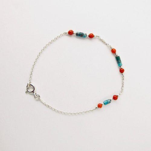 Bracelet de petites perles 3 mm de véritable corail rouge de Méditerranée, perles de turquoise et chaine argent 925/1000e