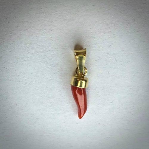 pendentif petite corne en véritable corail rouge de méditerranée,